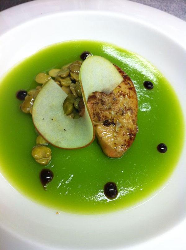 Manzana verde con foie-grass y lágrimas de habitas.