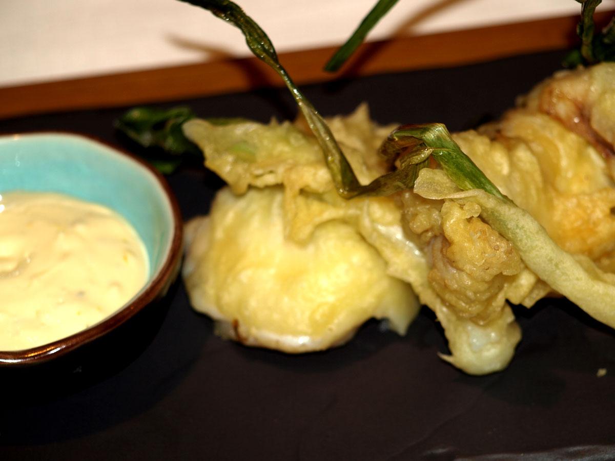 Rape en tempura con mahonesa de cítricos.