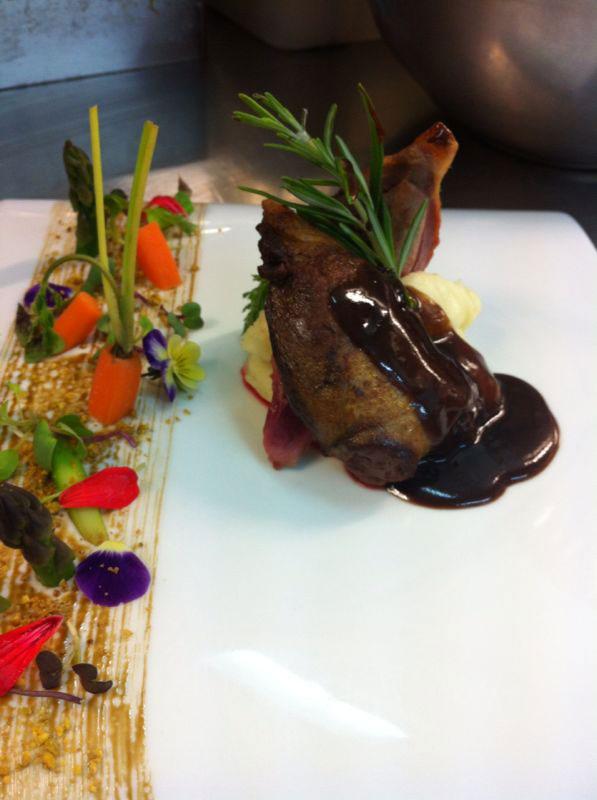 Pichón de Brese y menestra de verduras.